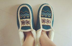 寒い冬に起きる方法 ルームシューズ